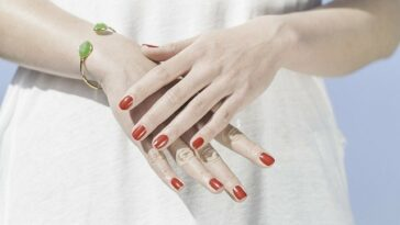 how to grow strong fingernails